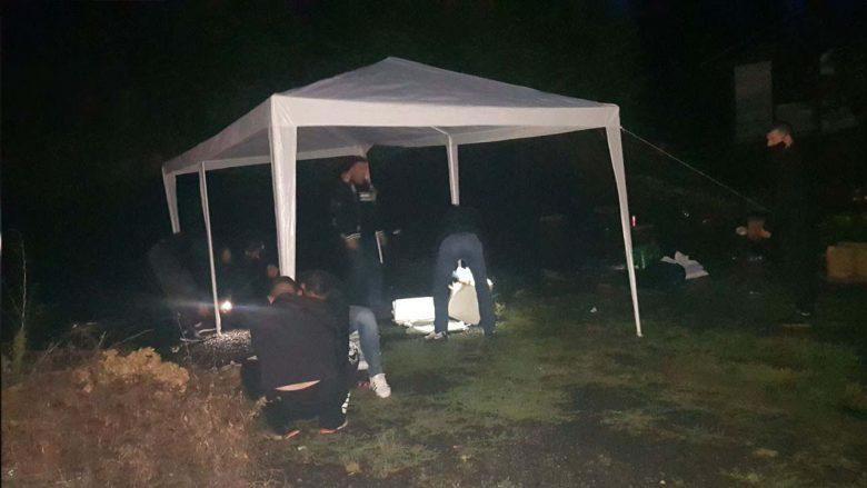 Protestuesit serbë vendosin tenda në afërsi të Jarinjes