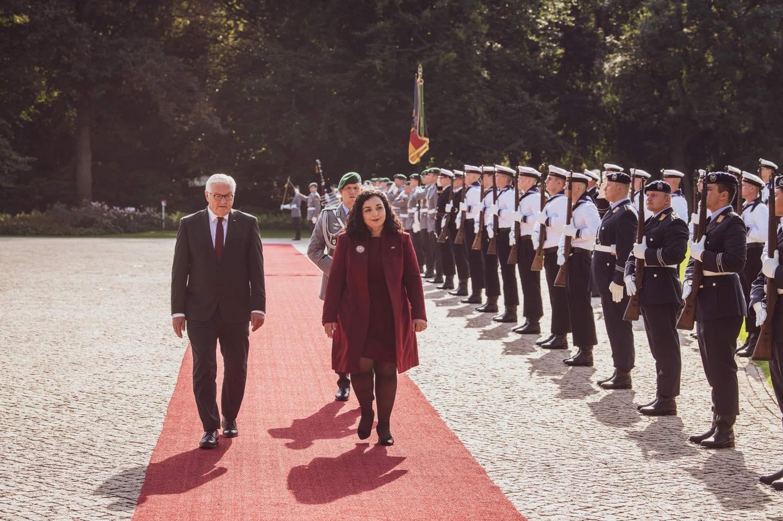 Presidentja Osmani pritet me nderimet më të larta në Gjermani