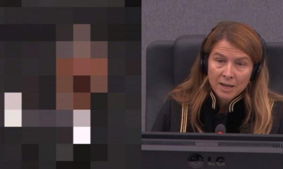 'Nxjerrja ti', gjykatësja i 'bërtet' dëshmitarit: Në sallë gjyqi nuk bëhen shaka të tilla, më kuptove?