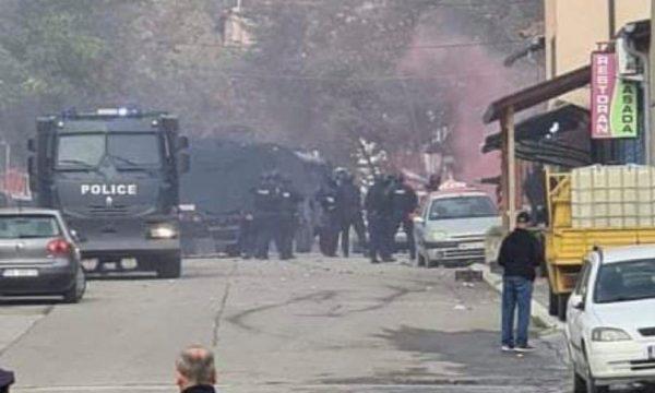 Kjo është situata e krijuar në Mitrovicën e Veriut pas aksionit të policisë (VIDEO)