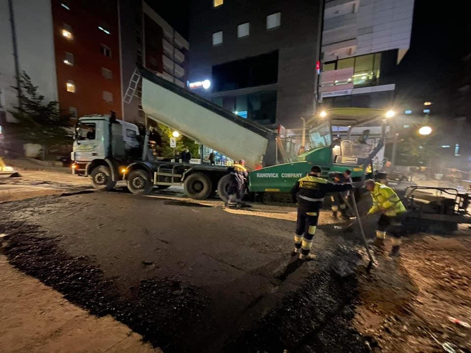 """Fillon asfaltimi në rrugën """"Muharrem Fejza"""""""