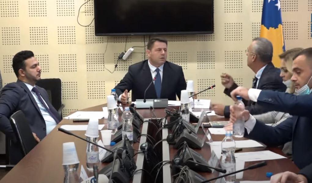 Bekë Berisha – Sveçlës: Mos më shit mend ti mu këtu, dilum jashtë – dështon raportimi i ministrit për veri