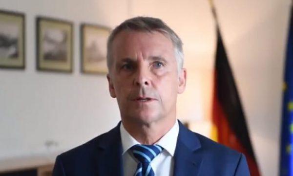 Ambasadori gjerman në Kosovë i reagon Goran Rakiqit: STOP