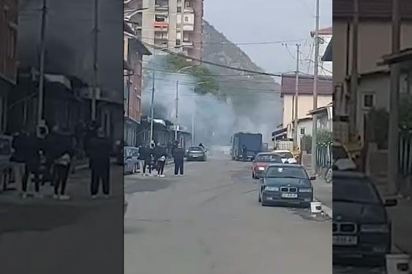 Këto janë të gjitha pamjet që vijnë nga Mitrovica në këto momente-VIDEO